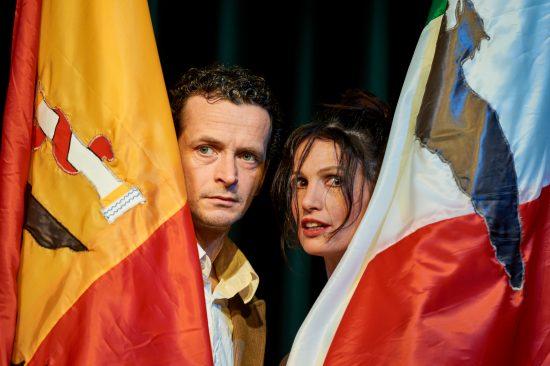 """1ère sortie de résidence pour la Cie Les Funambules avec le spectacle : """"Ay Carmela"""". Salle des Thermes de St-Antonin-Noble-Val le 14 décembre 2018."""